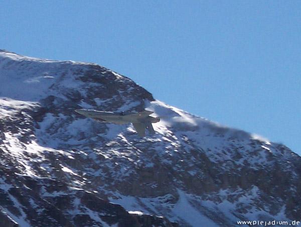 F-18 auf dem Rücken
