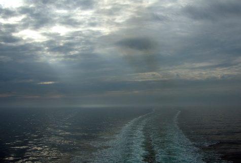 Von wo kommen wir und wohin bewegen wir uns? Morgens auf dem Schiff
