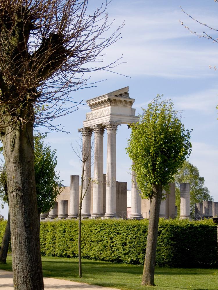 Der Hafentempel (rekonstruiert!) im Römerpark Xanten