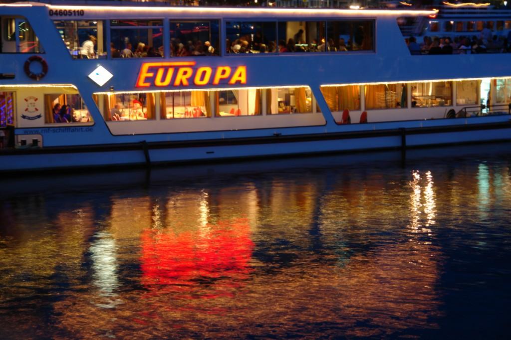 Schiff und Licht und Wasser