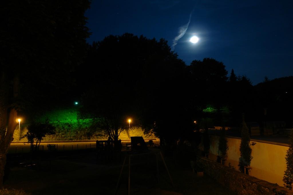 Verschiedene Farben bei Langzeitbelichtung mit Mond