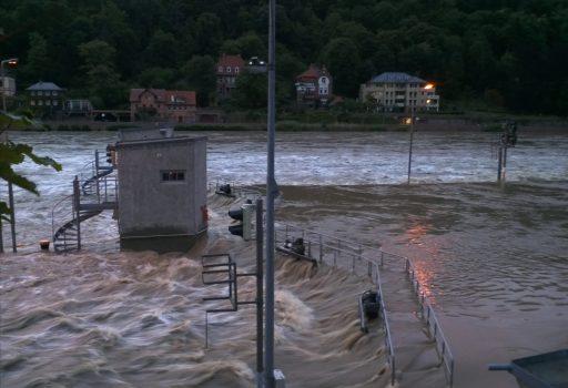 Schleuse in Heidelberg unter Hochwasser
