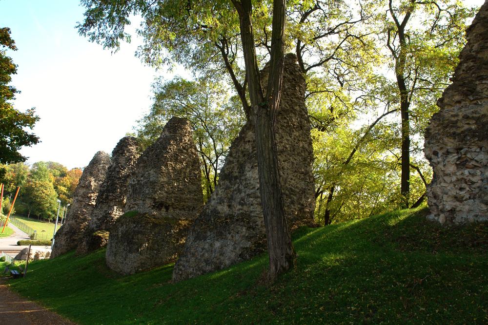 Römersteine in Mainz: Reste von Aquäduktpfeilern