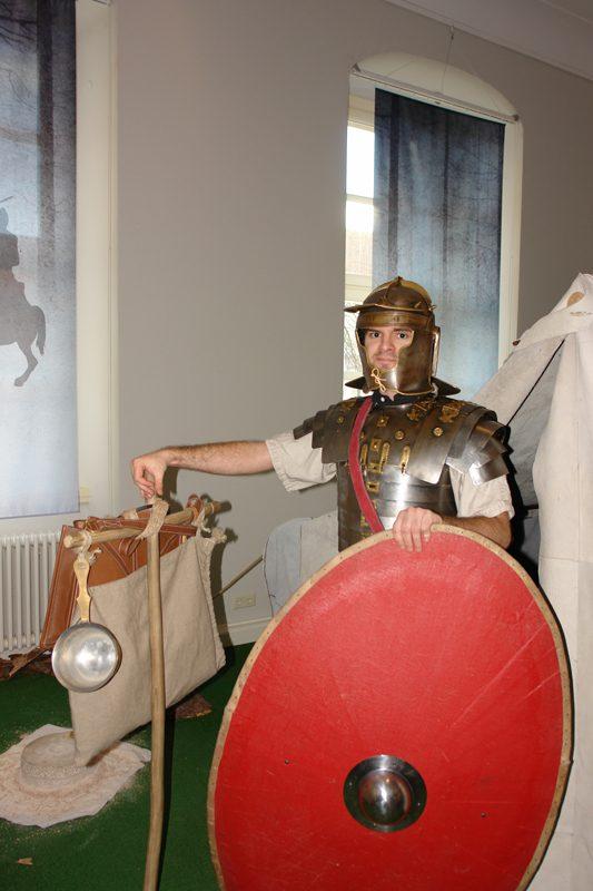 Pierre als römischer Legionär in der Harzhorn-Ausstellung in Braunschweig. Eigentlich ganz schick :)