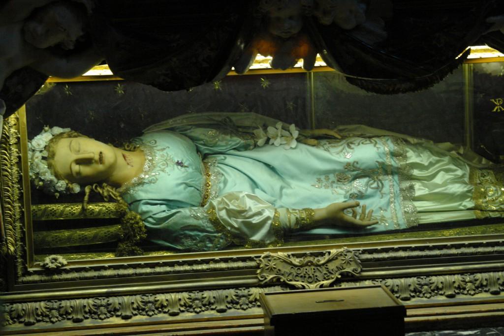 Die heilige Vittoria schläft bestimmt nur...