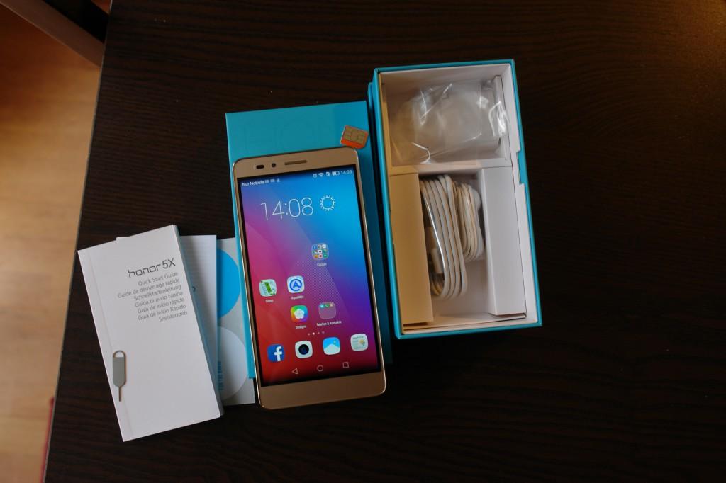 Lieferumfang (mit Kopfhörer!), und Handy funktioniert schon ohne SIM