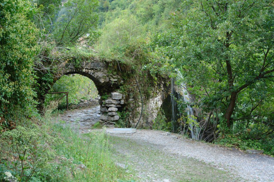 Ponte San Pietro von der anderen Seite