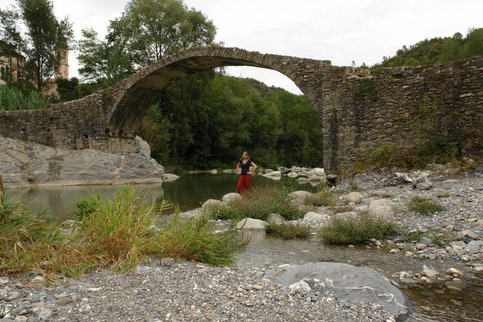 Die filigrane Eselsbrücke bei Borghetto d'Arrascio