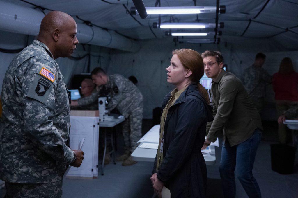 Wissenschaftler und Militär in Arrival