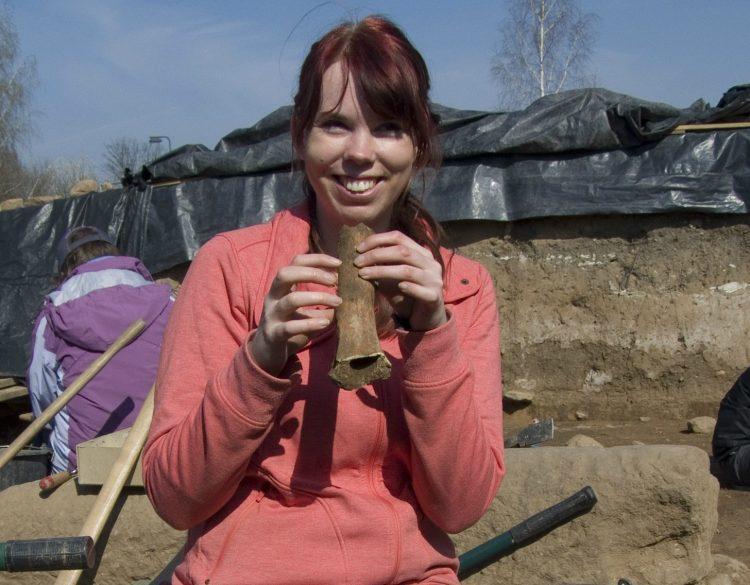 Ausgrabung römischer Vicus mit Schweineknochen