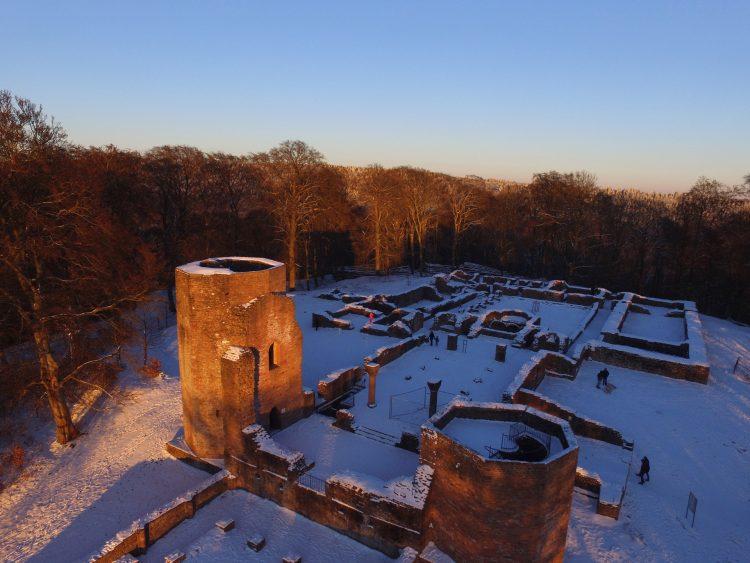 Drohne fliegen auf dem Heiligenberg: Michaelskloster im Sonnenuntergang