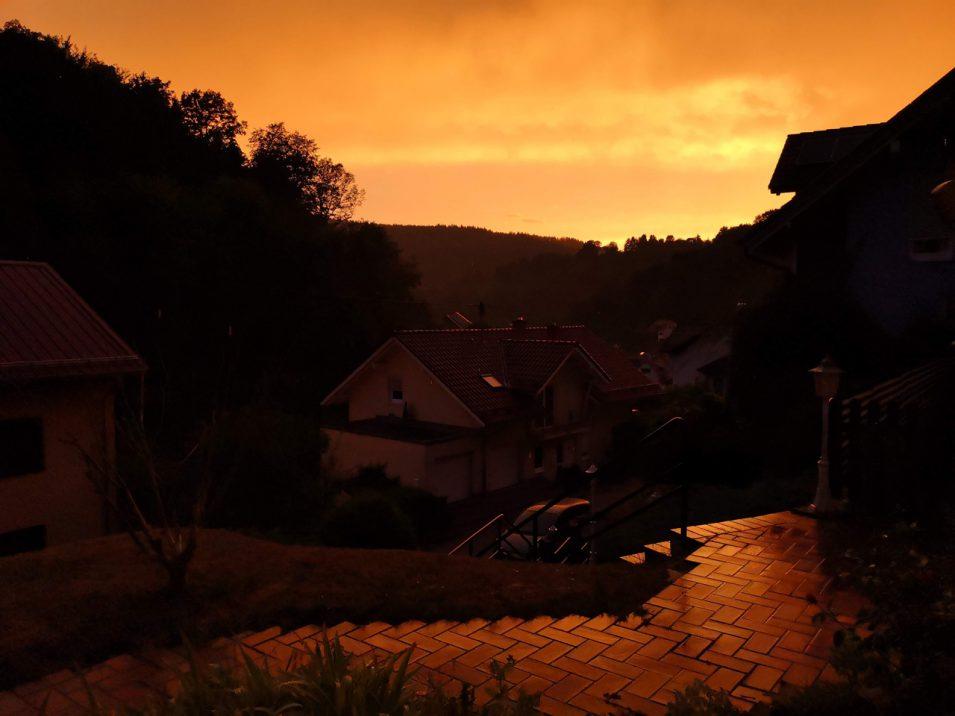 Sonnenuntergang nach Regenschauer