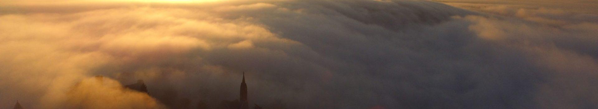 [Drohnenvideo] Ein Meer aus Wolken