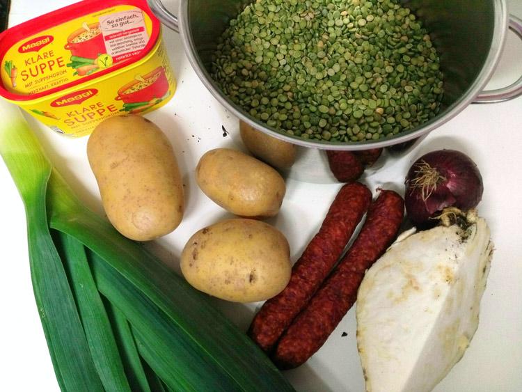 Zutaten für die Erbsensuppe - Alles frisch bis auf das Brühpulver!