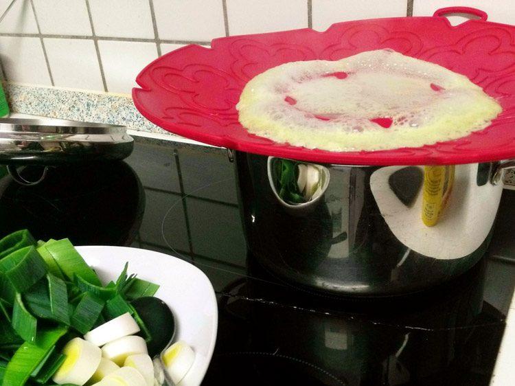 Schutz vor dem Überkochen: Ein Silikondeckel