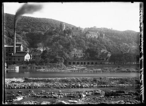 Blick über den Neckar zum Schloss, 1911