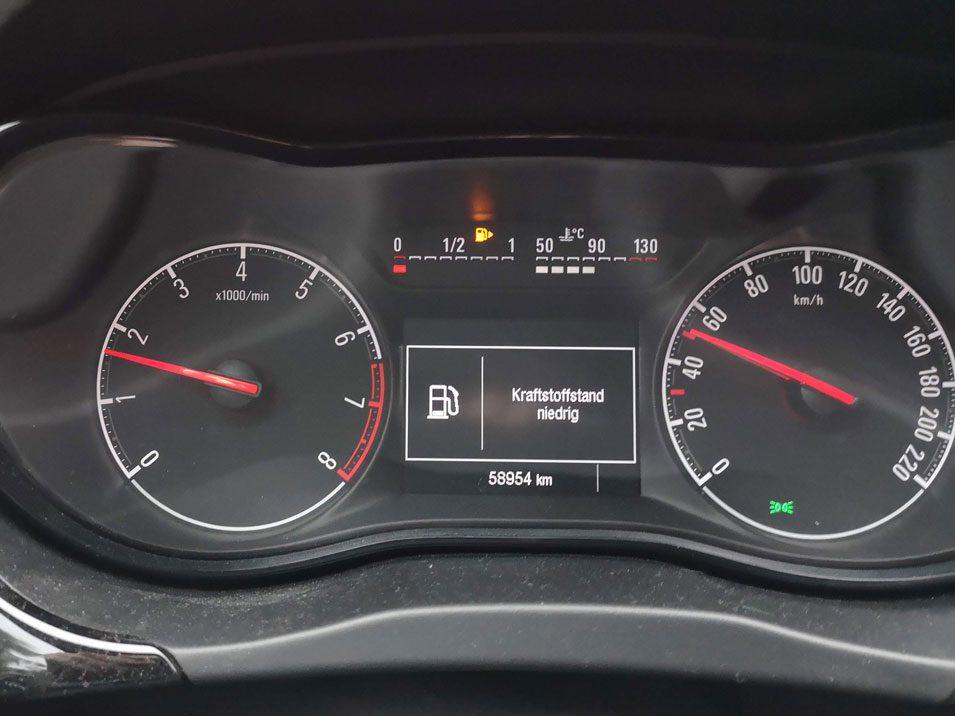 Opel Corsa - Kraftstoffstand niedrig