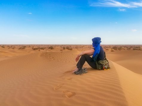 Debbie in der Sahara