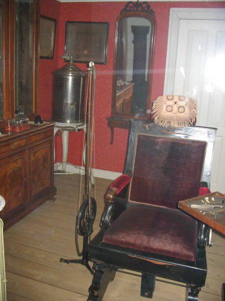 Behandlungszimmer im 19. Jahrhundert (Vendsyssel Historiske Museum, Dänemark)
